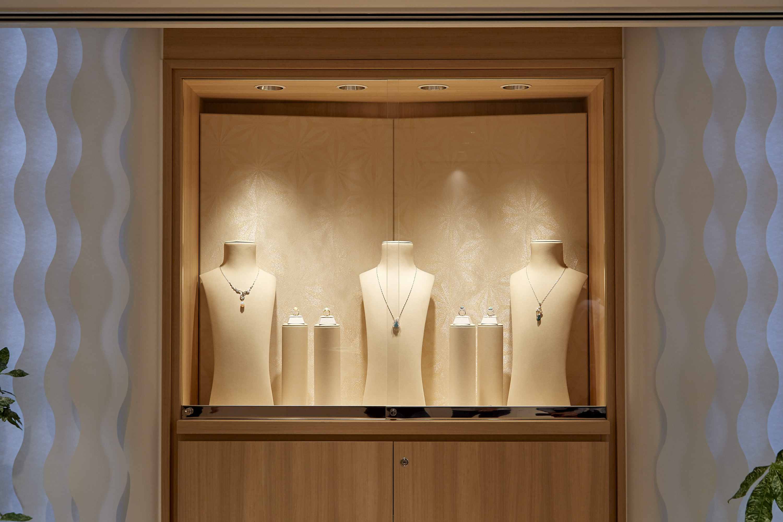 jewelry shop panel 5