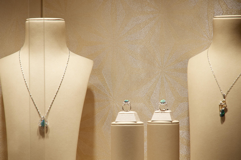 jewelry shop panel 4